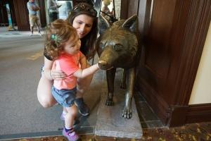 Deerhurst Resort wolf statue